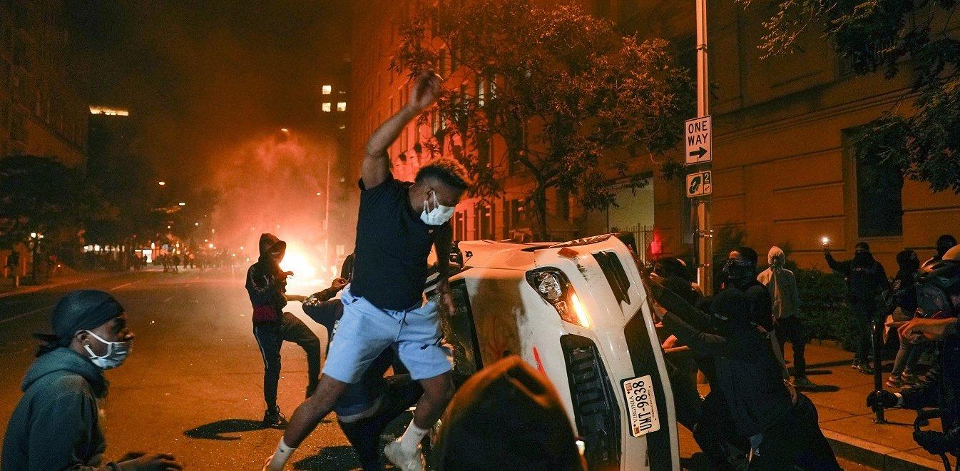 Δολοφονία George Floyd: Αλλοι τρεις νεκροί κατά τις βίαιες διαδηλώσεις