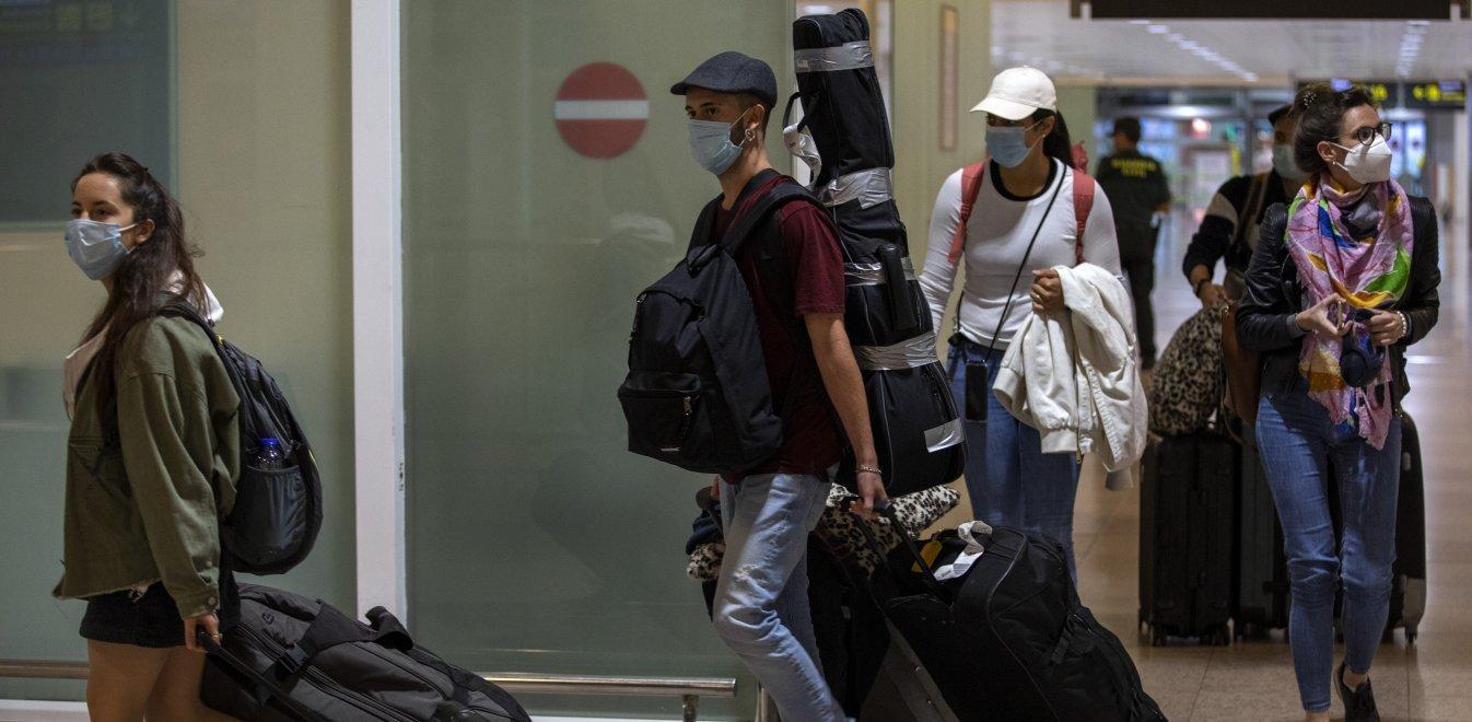 Κορονοϊός: Η πανδημία «στοιχειώνει» ακόμη τον πλανήτη - Στο ναδίρ οι κρατήσεις στην Ελλάδα