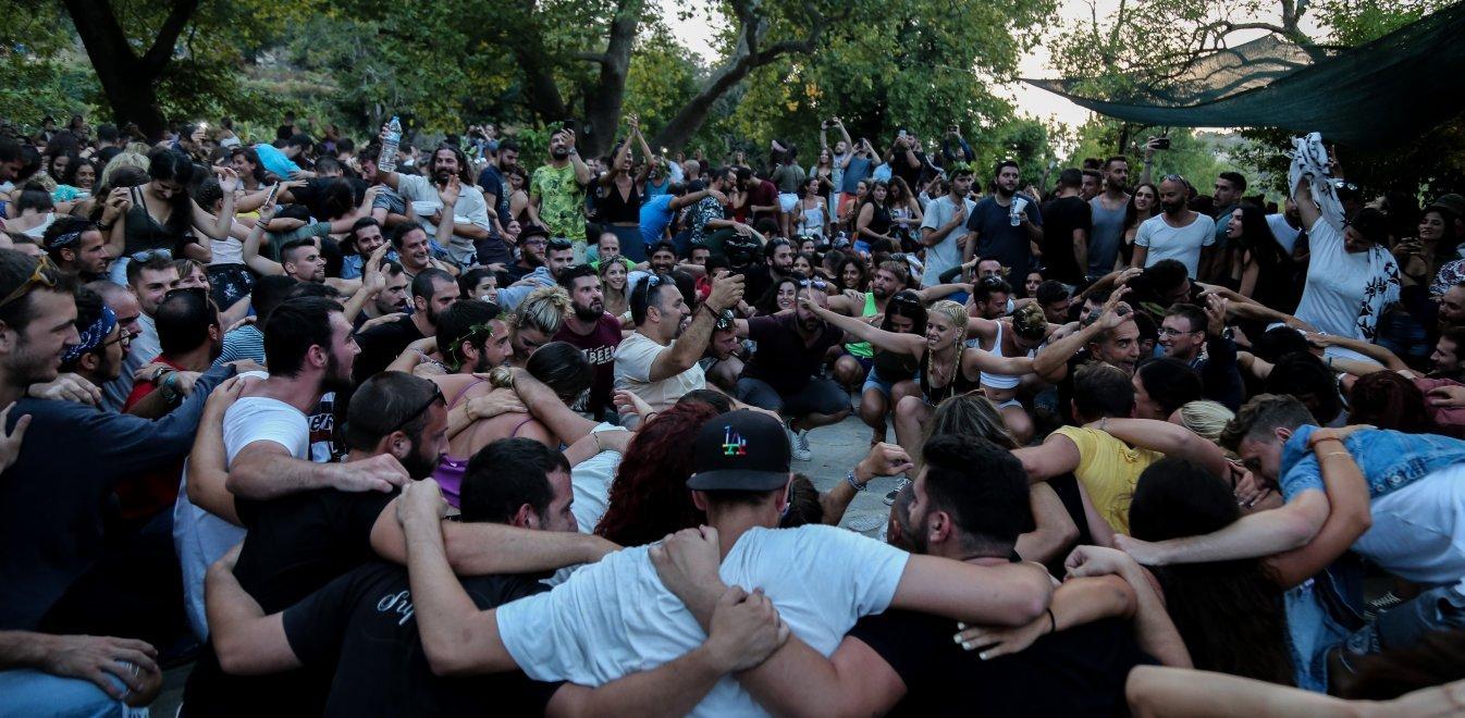 Πανηγύρια: Εκδόθηκε η ΚΥΑ - Τι ισχύει για τα παζάρια και τις συναυλίες