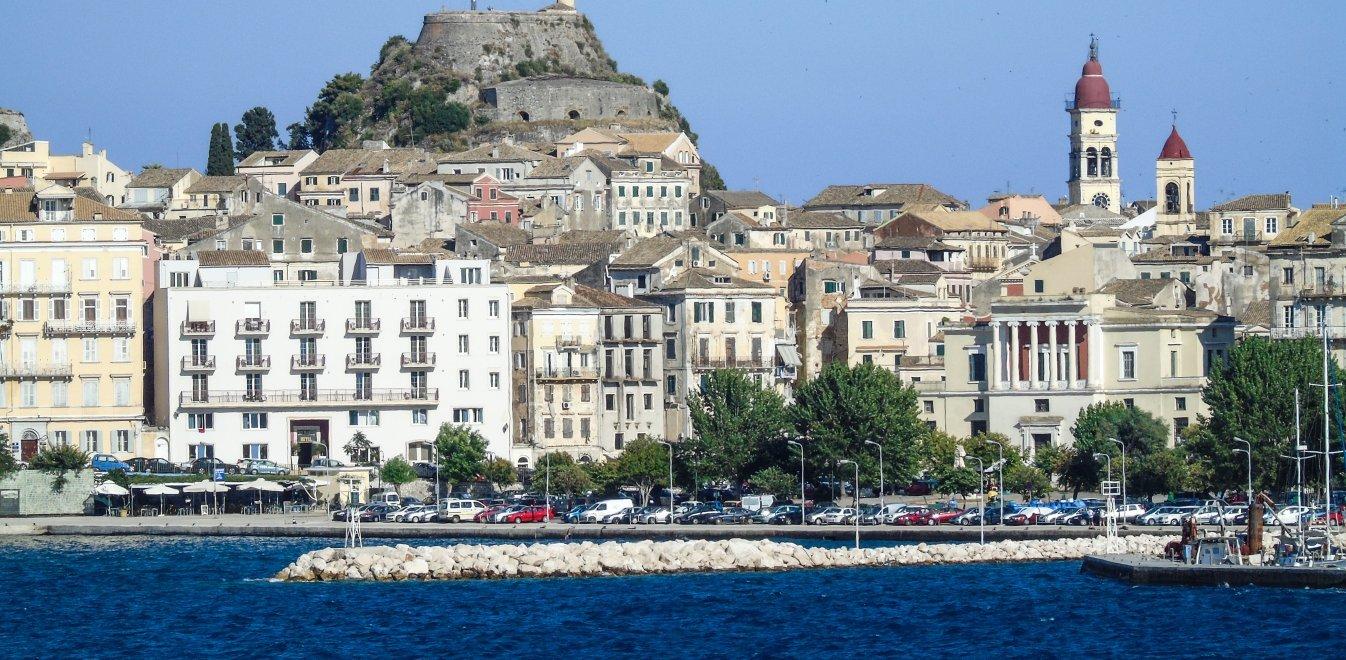 Κορονοϊός: Ιταλοί τουρίστες επέστρεψαν από την Κέρκυρα με τον ιό -  Καταγγελίες για το νησί | Έθνος