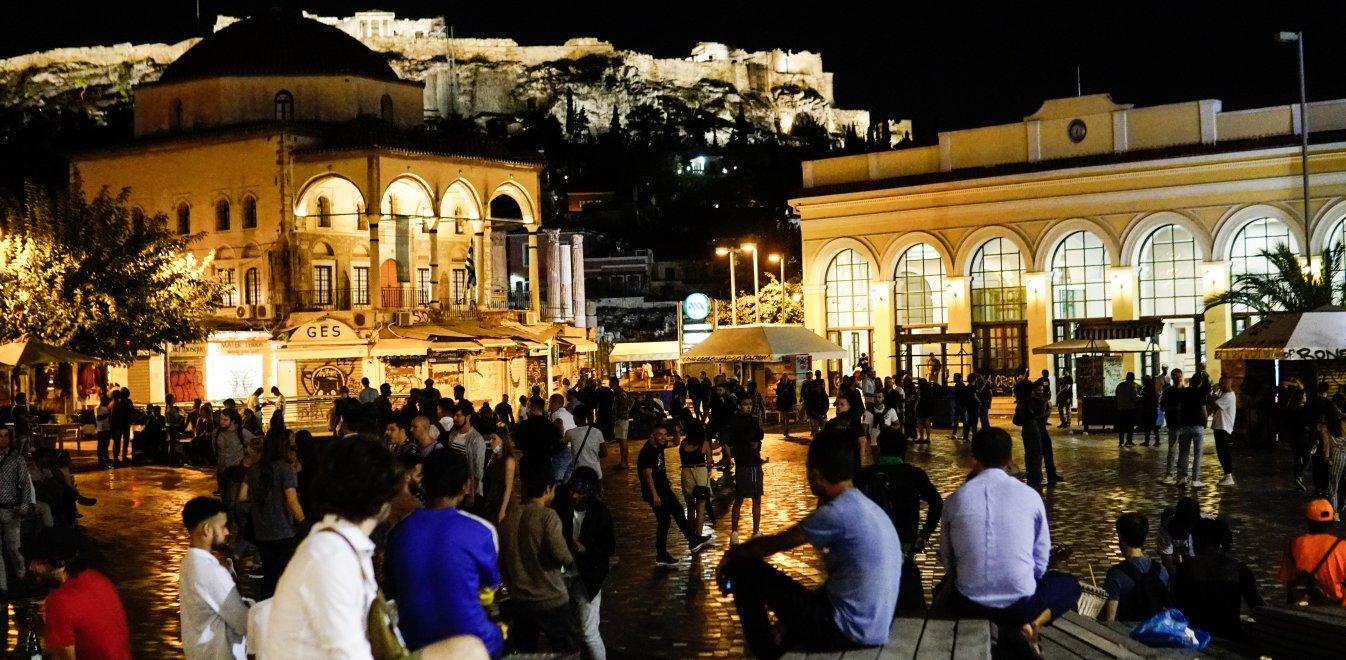 Κορονοϊός: Συνωστισμός στις πλατείες της Αθήνας παρά τα νέα μέτρα | Έθνος