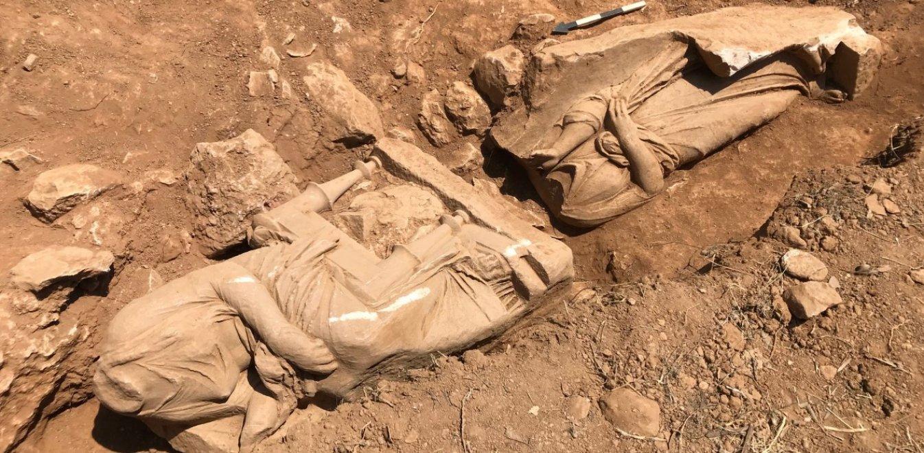 Εντυπωσιακή ανακάλυψη στην Παιανία: Επιτύμβιο μνημείο με δυο γυναικείες μορφές(ΦΩΤΟ)