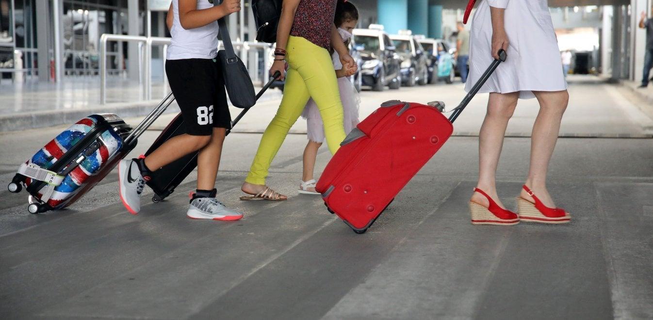 Τουρίστες στο αεροδρόμιο Ελ. Βενιζέλος