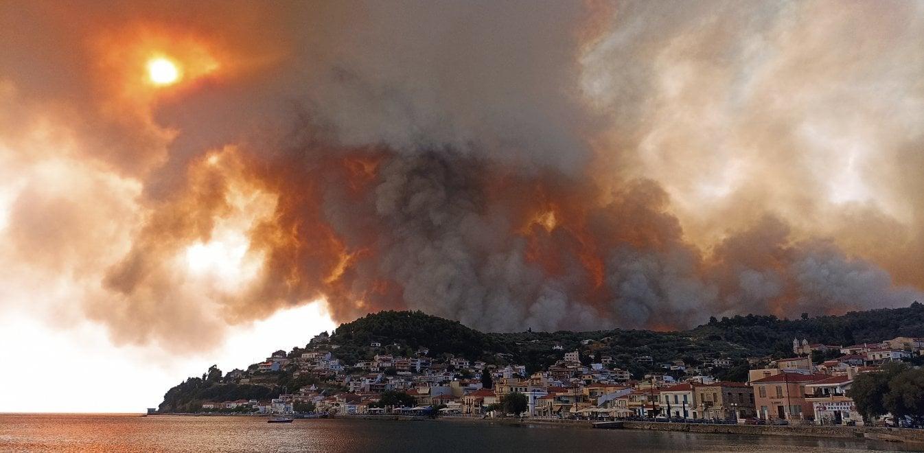 Φωτιά στη Λίμνη Ευβοίας: Έκκληση δημάρχου για ενίσχυση δυνάμεων πυρόσβεσης  | Έθνος