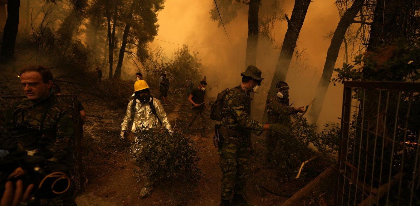 Φωτιά Εύβοια: Μεγάλη αναζωπύρωση στο Ασμήνιο – Μήνυμα από 112 για εκκένωση  του χωριού   Έθνος