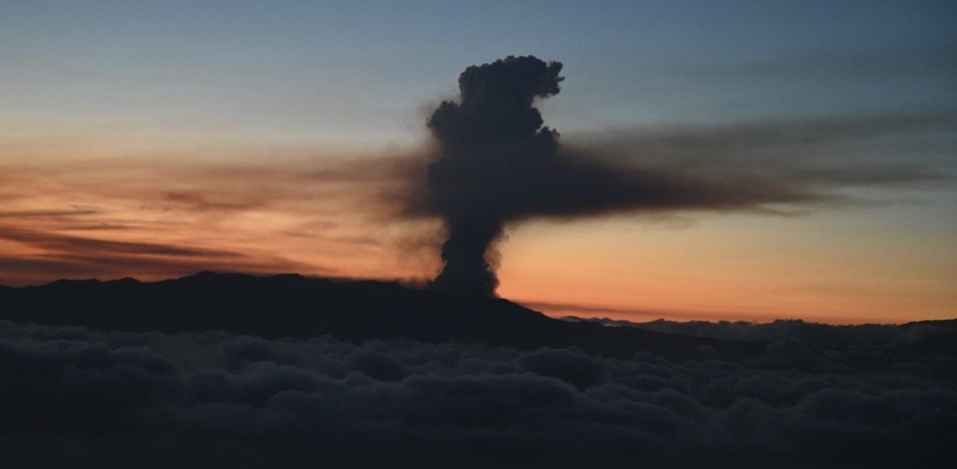 Hφαίστειο στη νήσο Λα Πάλμα: Φτάνει στη θάλασσα η λάβα - Κίνδυνος για τοξικά αέρια