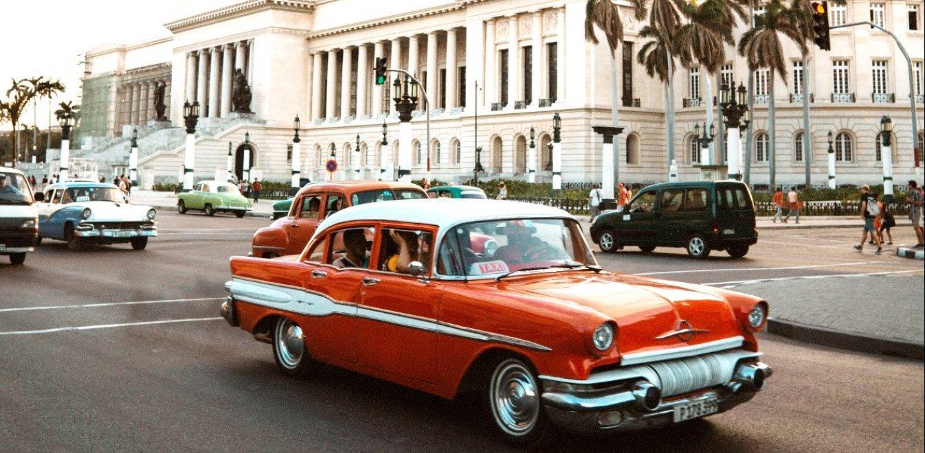 «Absolut Cuba» - Ο Ραούλ Κανιμπάνο αποτυπώνει την ατμόσφαιρα της Κούβας σε νέο του βιβλίο