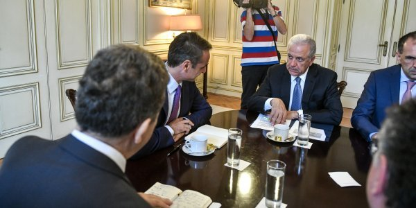 Avramopoulos: Europe stands at Greece's side in handling migration