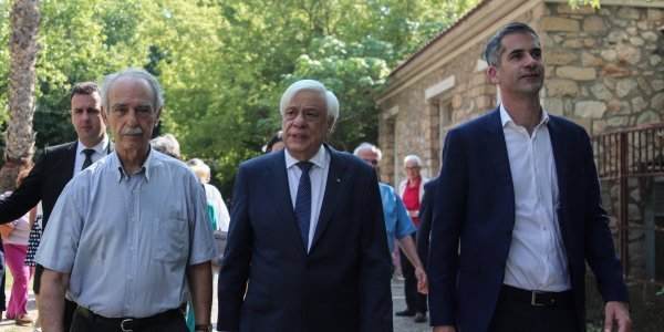 President Pavlopoulos lays wreath in honour of anti-junta resistance