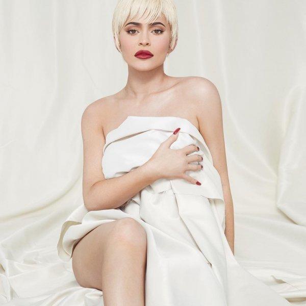 Το «Forbes» αποκαθήλωσε την Κάιλι Τζένερ: Η βασίλισσα του Instagram είναι... γυμνή