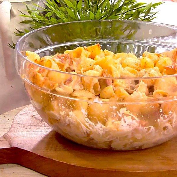 Συνταγή για δροσερή μακαρονοσαλάτα με ξεροψημένο μπέικον