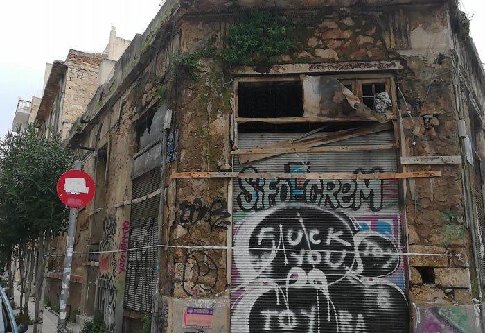 Τα ετοιμόρροπα «φαντάσματα» που απειλούν τους Αθηναίους (pics + vid)