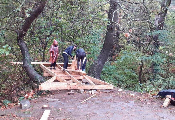 Σέρρες: Εθελοντές αρχιτέκτονες ξύλου από 13 χώρες έδωσαν «ζωή» σε παρατημένο πάρκο