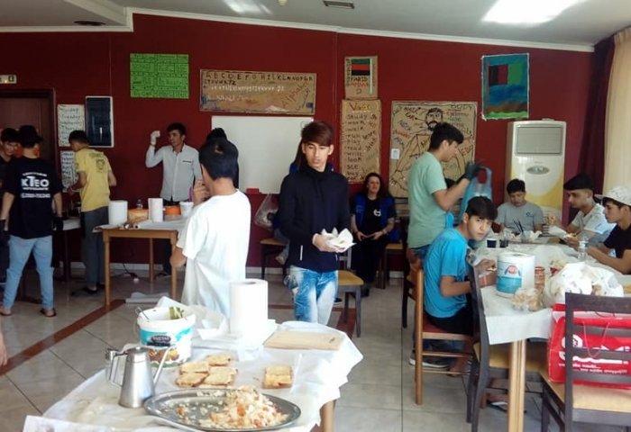 Γιαννιτσά: Εθελοντές προσφέρουν φαγητό, ρούχα και αγάπη σε πρόσφυγες