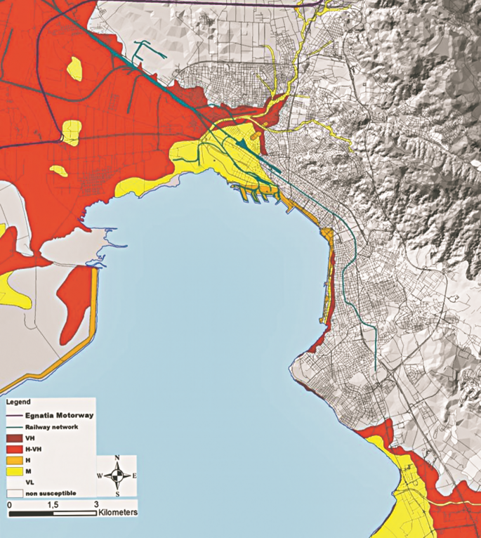 Στον χάρτη απεικονίζονται με διαφορετικό χρώμα, ανάλογα με τον βαθμό επικινδυνότητας, τα σημεία που απειλούνται από το φαινόμενο της ρευστοποίησης