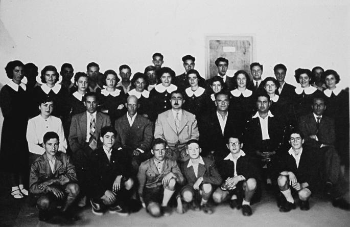 Ο Οικουµενικός Πατριάρχης όταν ήταν µαθητής στο γυµνάσιο (κάτω σειρά, στο κέντρο)