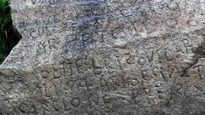 Μυστήριο με επιγραφή βράχου στη Γαλλία