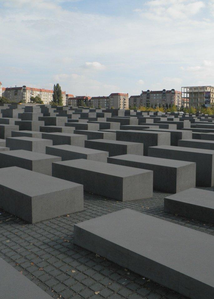 holocaust-memorial-76281_1920.jpg