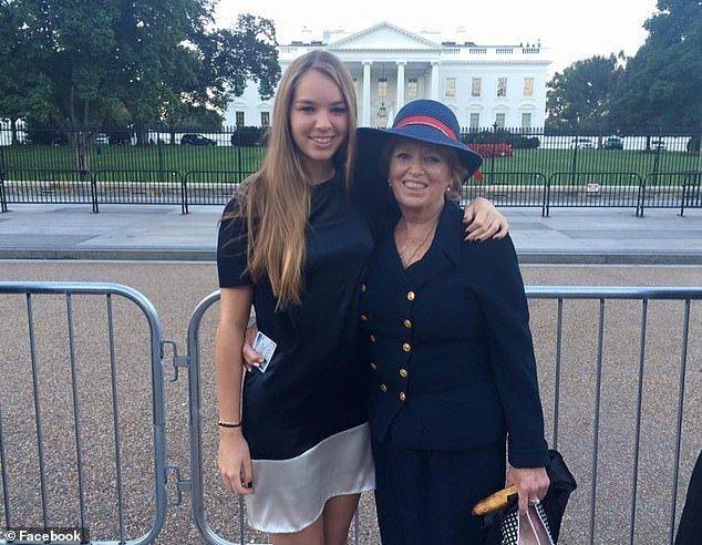 Η Σίρσε Κένεντι Χιλ με τη γιαγιά της