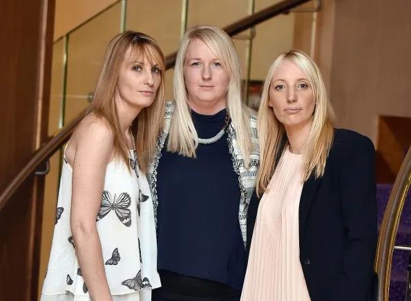 Οι τρεις κόρες του θύματος, η Άσλεϊ, η Ίζελτ και η Μέγκαν Μάνινγκ