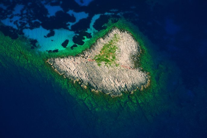 heart-shaped_island.jpg