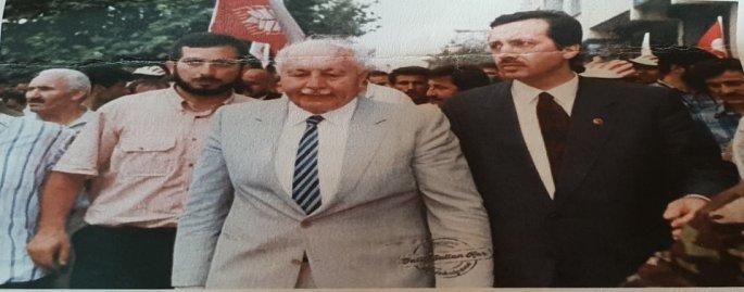 Ο πρωθυπουργός Ερμπακάν με τον Ερντογάν, τότε δήμαρχο Κωνσταντινούπολης