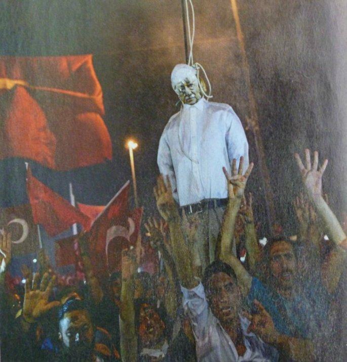 Ο άλλοτε ομοϊδεάτης του Ερντογάν, ο ιεροκήρυκας Γκιουλέν, είναι για τον Ερντογάν περισσότερο επικίνδυνος από τους κεμαλικούς