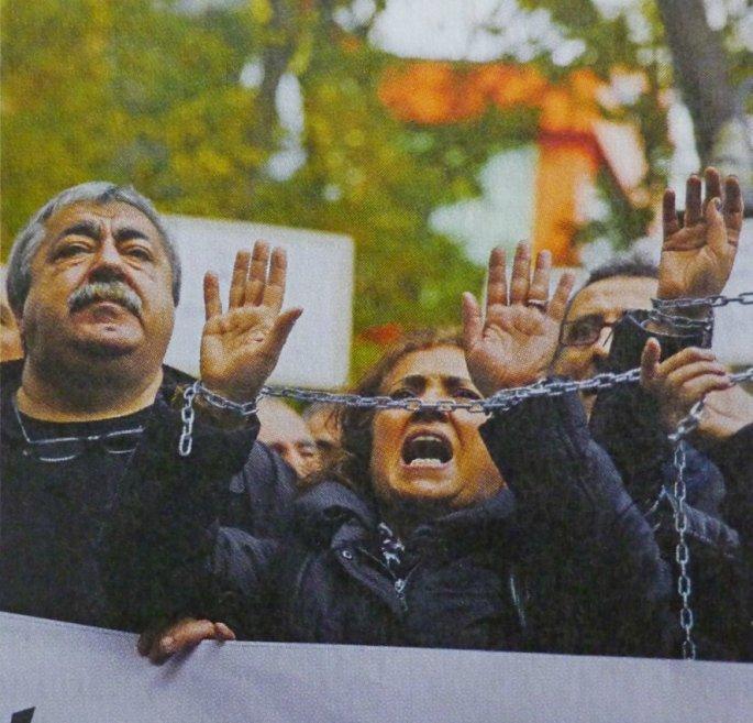Διαμαστυρίες Τούρκων διανοούμενων και δημοσιογράφων για τη φίμωση του Τύπου