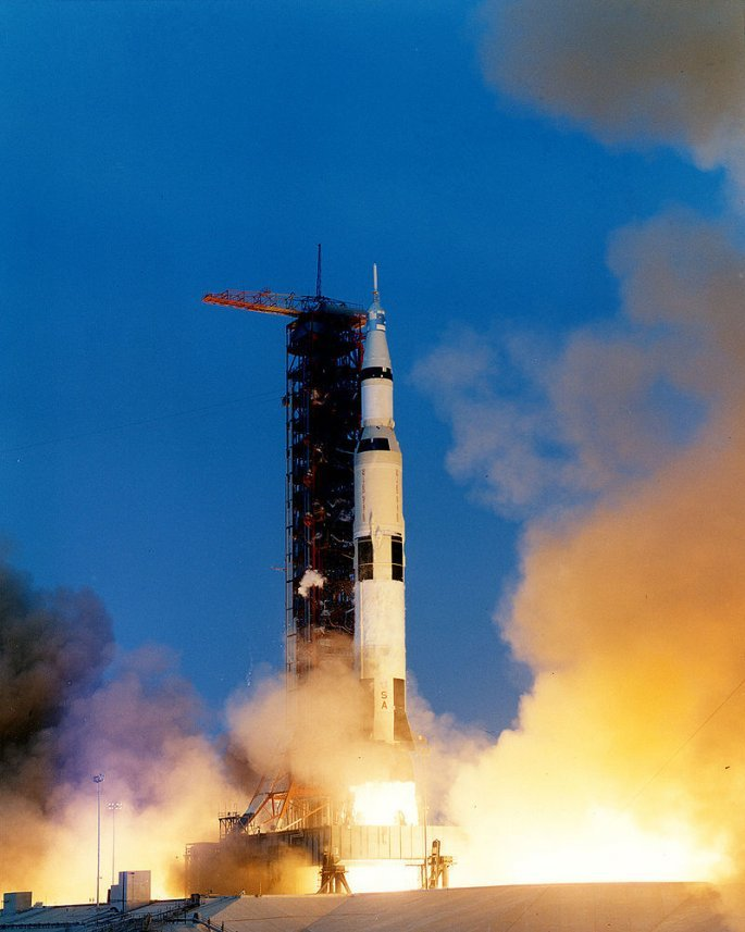 800px-apollo_13_liftoff-ksc-70pc-160hr.jpg