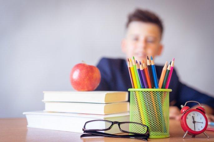 Μαθητής σε τάξη