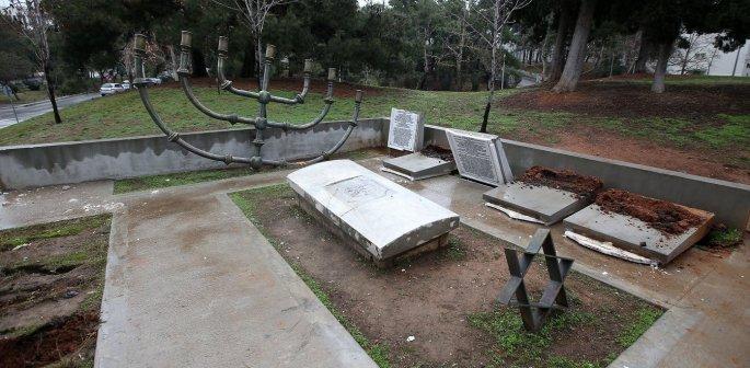 Βεβήλωση μνημείου στο εβραϊκό  νεκροταφείο το οποίο βρίσκεται εντός του ΑΠΘ