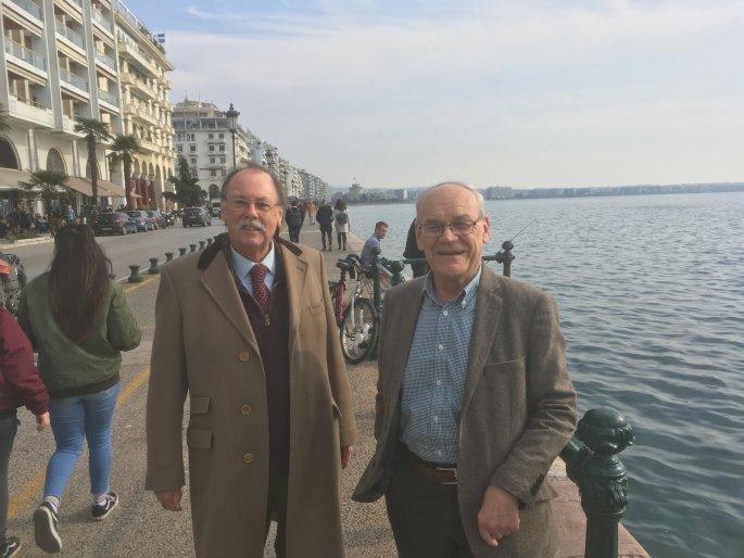Ο Ρόντρικ Μπίτον και ο Ντέιβιντ Χόλτον μαζί στην παραλία Θεσσαλονίκης