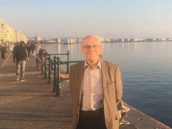 Ο Ντέιβιντ Χόλτον στην παραλία της Θεσσαλονίκης