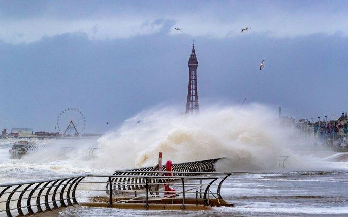 Η καταιγίδα Κιάρα σαρώνει την Ευρώπη