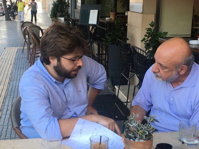 Ο Τούρκος δημοσιογράφος Ραγκίπ Ντουράν με τον δημοσιογράφο του Έθνους Τίμο Φακαλή