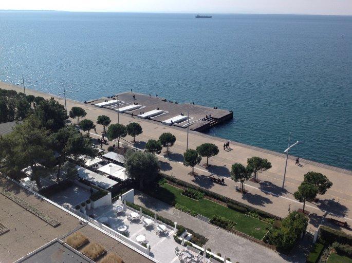 Άδεια η Νέα Παραλία της Θεσσαλονίκης παρά τον καλό καιρό