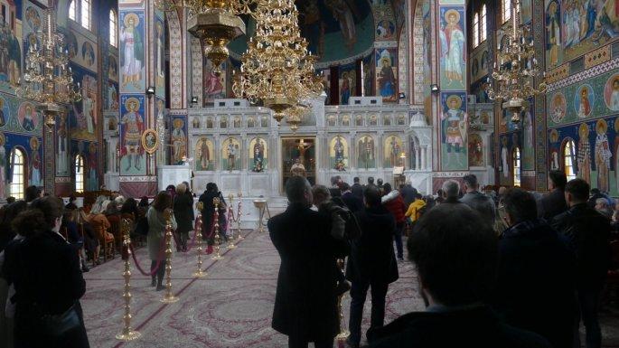 Κοσμοσυρροή στις εκκλησίες της Λάρισας