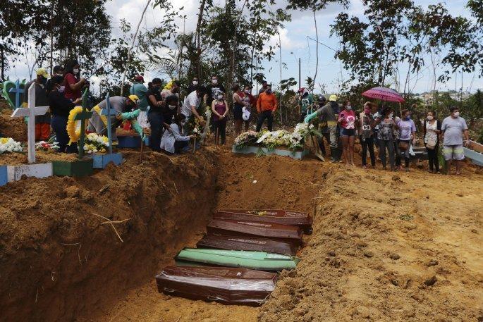 Ομαδικοί τάφοι στη Βραζιλία λόγω κορονοϊού