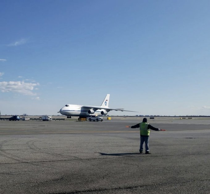 Ιστορική στιγμή: Ρωσικό αεροσκάφος στο JFK για ιατρική βοήθεια ...
