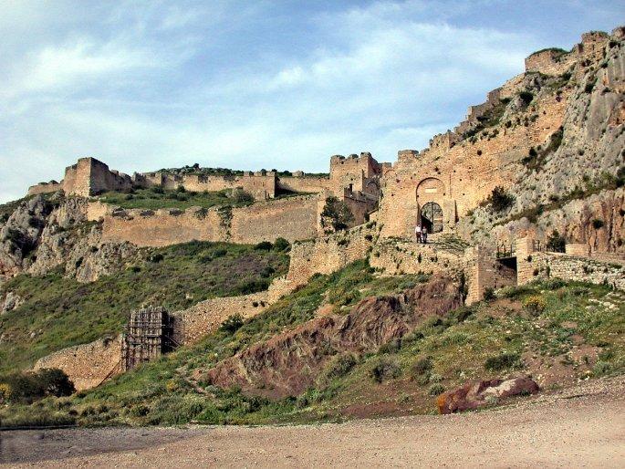 Το παλιό κάστρο στην Ακροκόρινθο