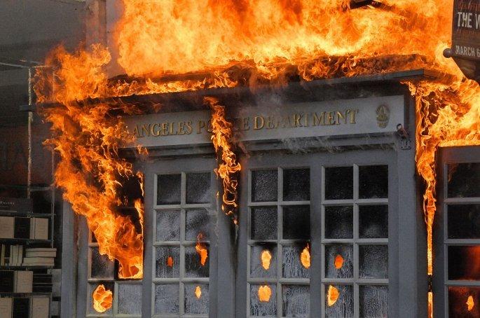 Στις φλόγες αστυνομικό τμήμα στο Λος Άντζελες