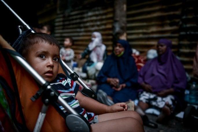 πρόσφυγες, πλατεία Βικτωρίας