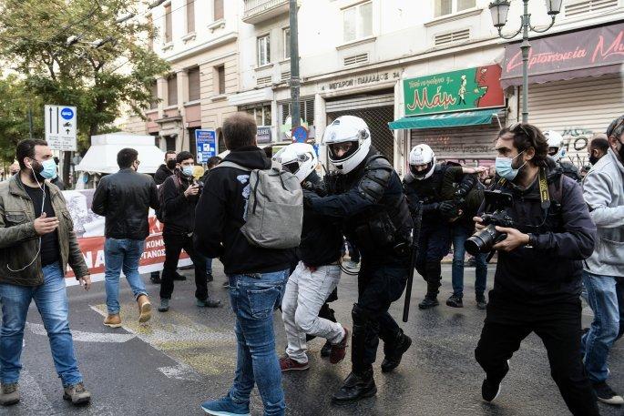 Άθλια επίθεση της αστυνομίας στη διαδήλωση του ΚΚΕ (Video Φωτο) – Τραυματισμοί διαδηλωτών και συλλήψεις