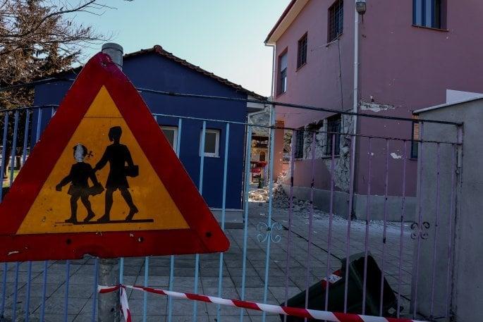 Καρέ-καρέ ο διευθυντής του Δημοτικού σχολείου Γρηγόρης Λέτσιος περιγράφει πως σώθηκαν οι 63 μαθητές αλλά και την επόμενη μέρα στο Δαμάσι Τυρνάβου