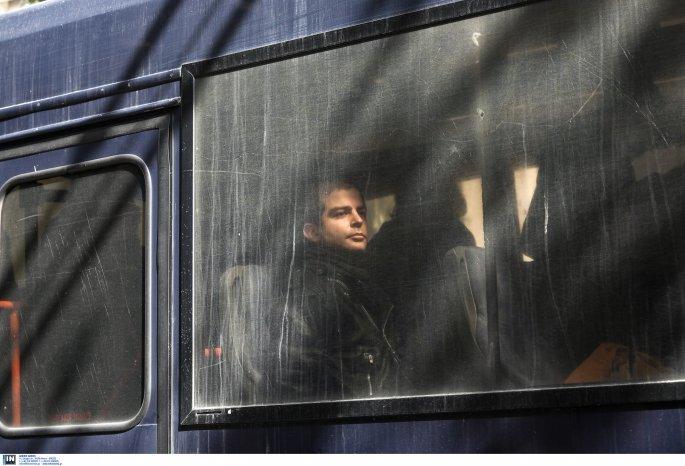 Ο Εκτορας Κουφοντίνας στην κλούβα της Αστυνομίας