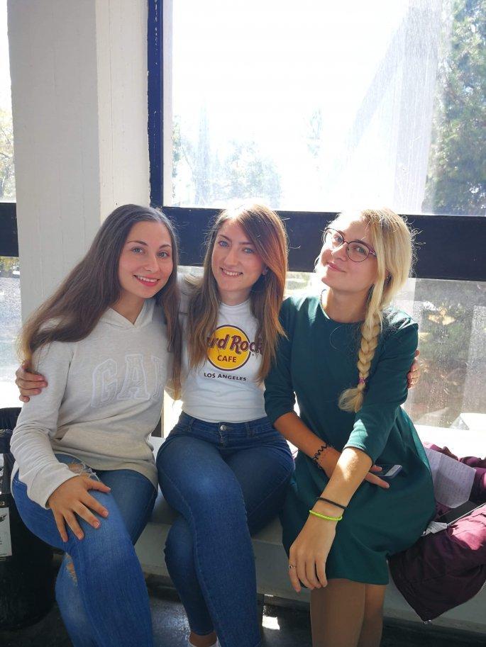 Η Rula Chalamani με συμφοιτητές της στο ΑΠΘ