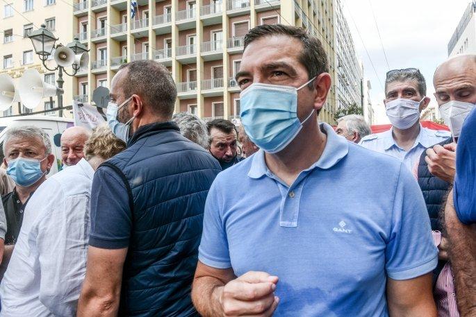 Ο Τσίπρας με μάσκα