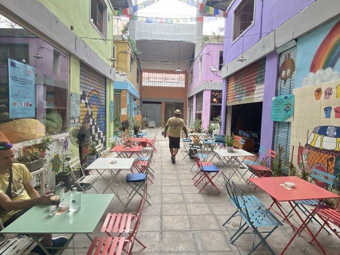 Tο καφέ-μπαρ σε στοά της Θεσσαλονίκης