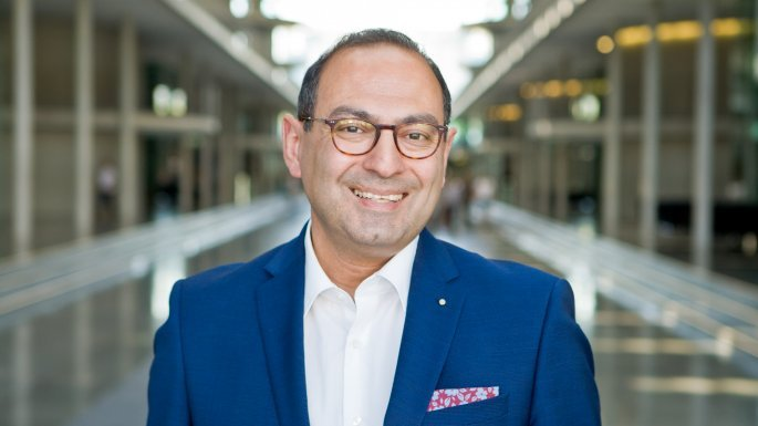 Ο Γρηγόρης Αγγελίδης, ο μόνος Έλληνας βουλευτής στην Μπούντεσταγκ