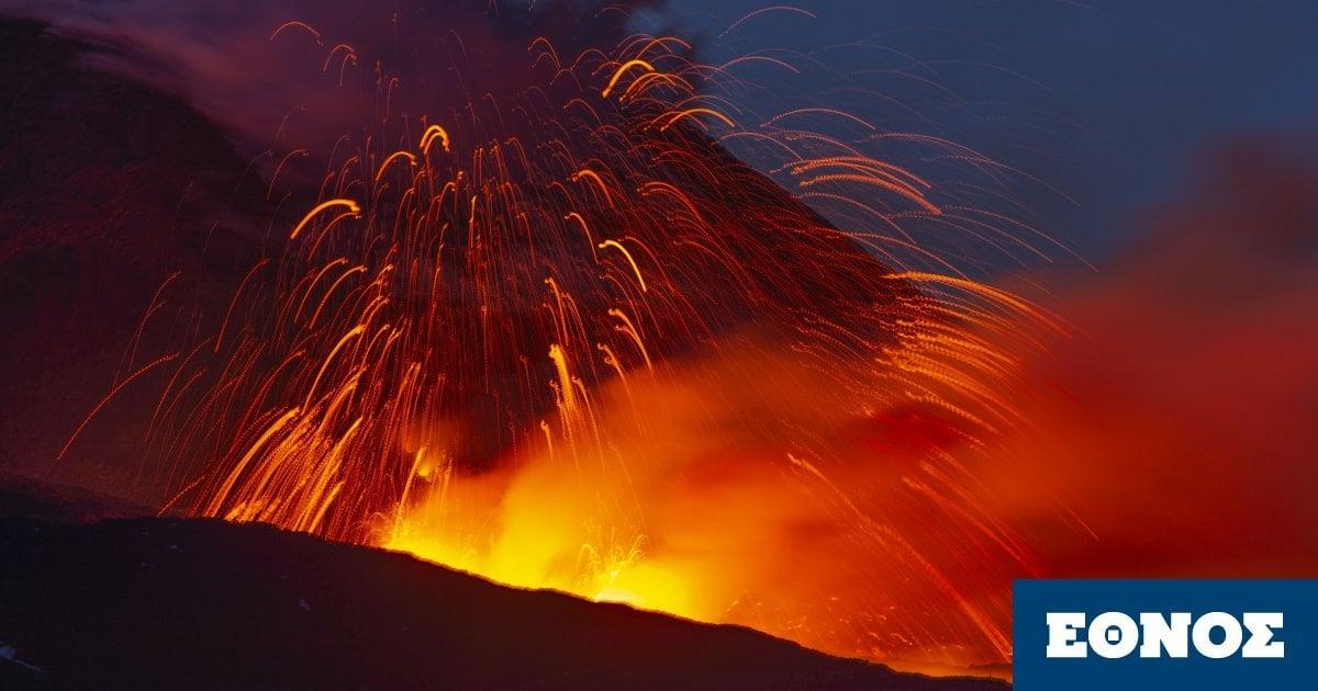 Ιταλία: Συνεχίζει τις εκρήξεις για τρίτη μέρα η Αίτνα – Εντυπωσιακές εικόνες